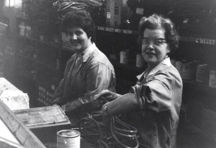 Marion Jones On The Left Working In Hoover