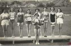 Dunlop beauty competition 1950s � Pat Howells second from right